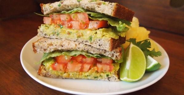 avocado-chickpea-sandwich
