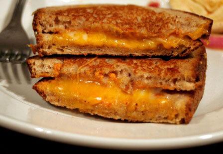 Grilled-Cheese Vegan Daiya Slices