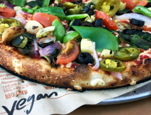 Where You Can Get Vegan Pizza—All Across the U.S. and Canada! ?