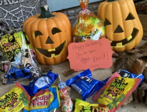 Trick or Vegan Treats: Vegan 'Boo Bags' for Your Neighbors